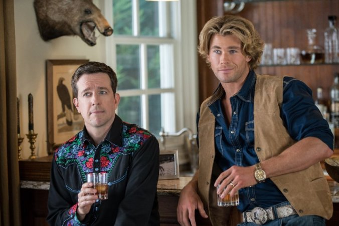 Ed Helms and Chris Hemsworth. Copyright: Warner Bros. Entertainment Inc. and RatPac-Dune Entertainment LLC