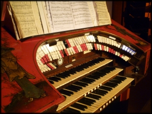 Kinema in the Woods organ