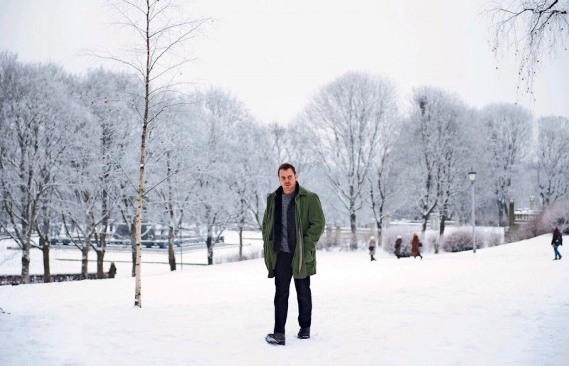 Michael Fassbender in The Snowman walking on snow